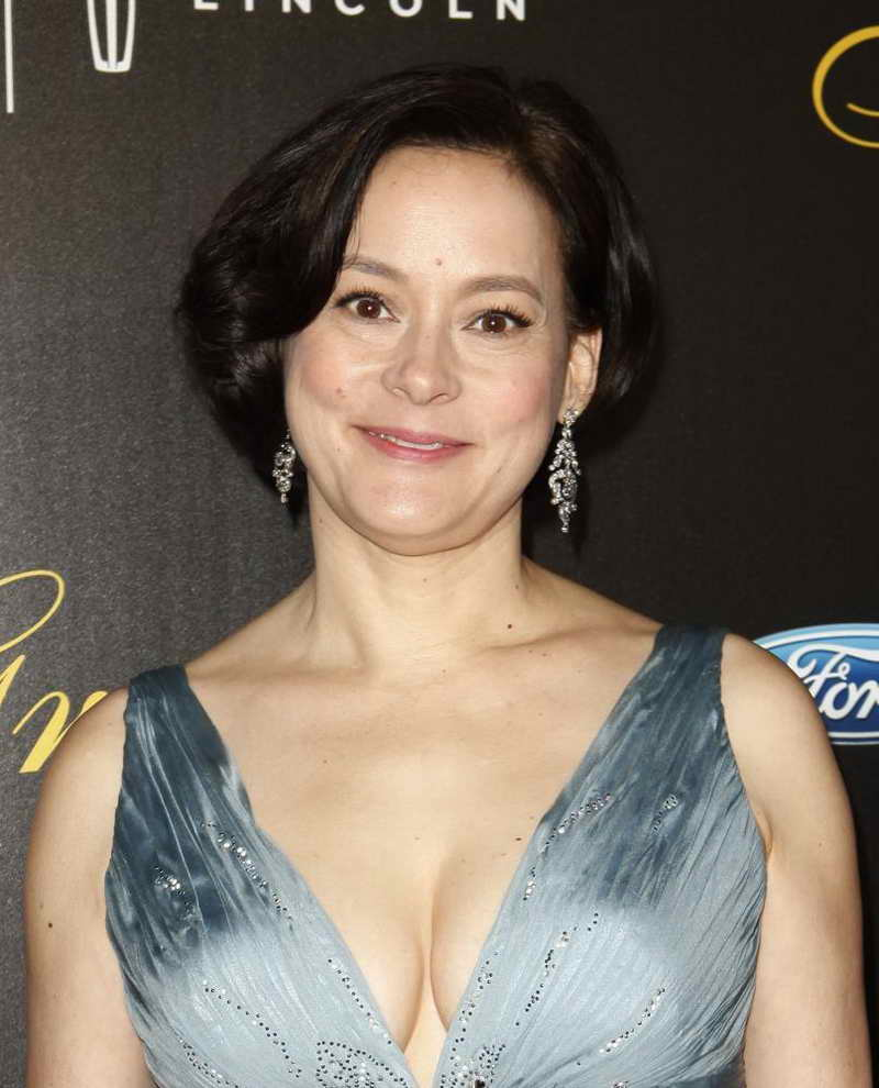 Meg Tilly Height and W...