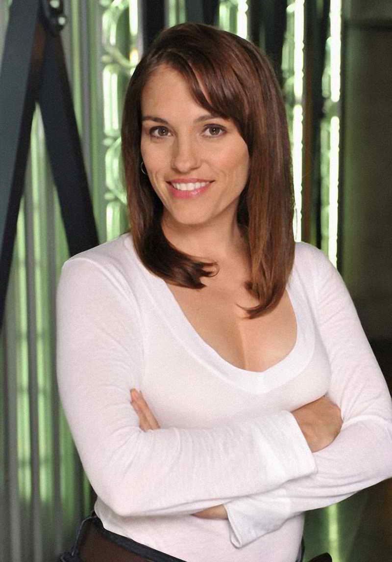 Amy Jo Johnson Height and Weight-1