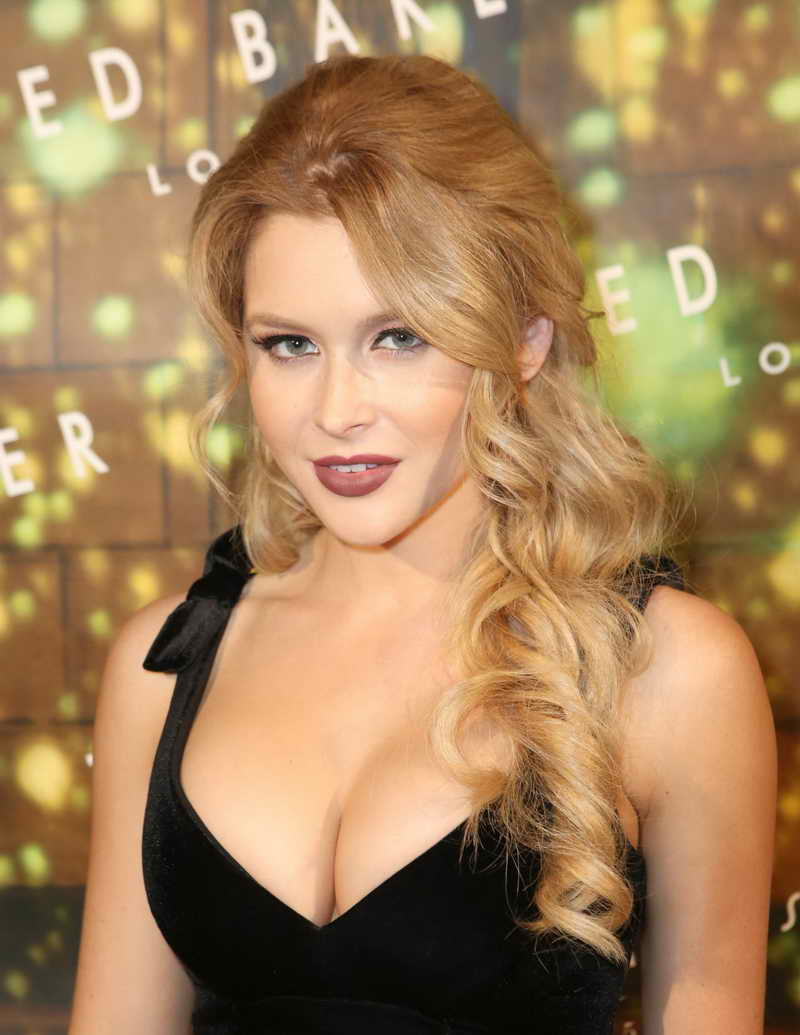 Renee Olstead Height and Weight-1