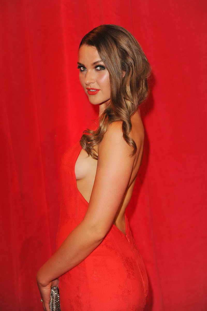 Anna Passey Height and Weight-2